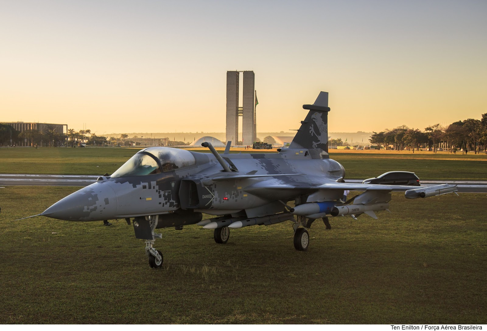 SAAB_Gripen_NG_under_a_Brazilian_sunrise.jpg