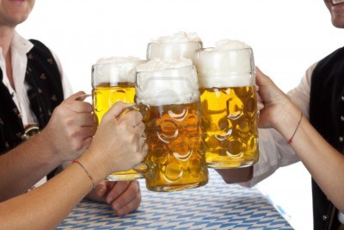 9752218_bavarian_men_and_women_toast_with_oktoberfest_beer_stein_isolated_on_white_background.jpg