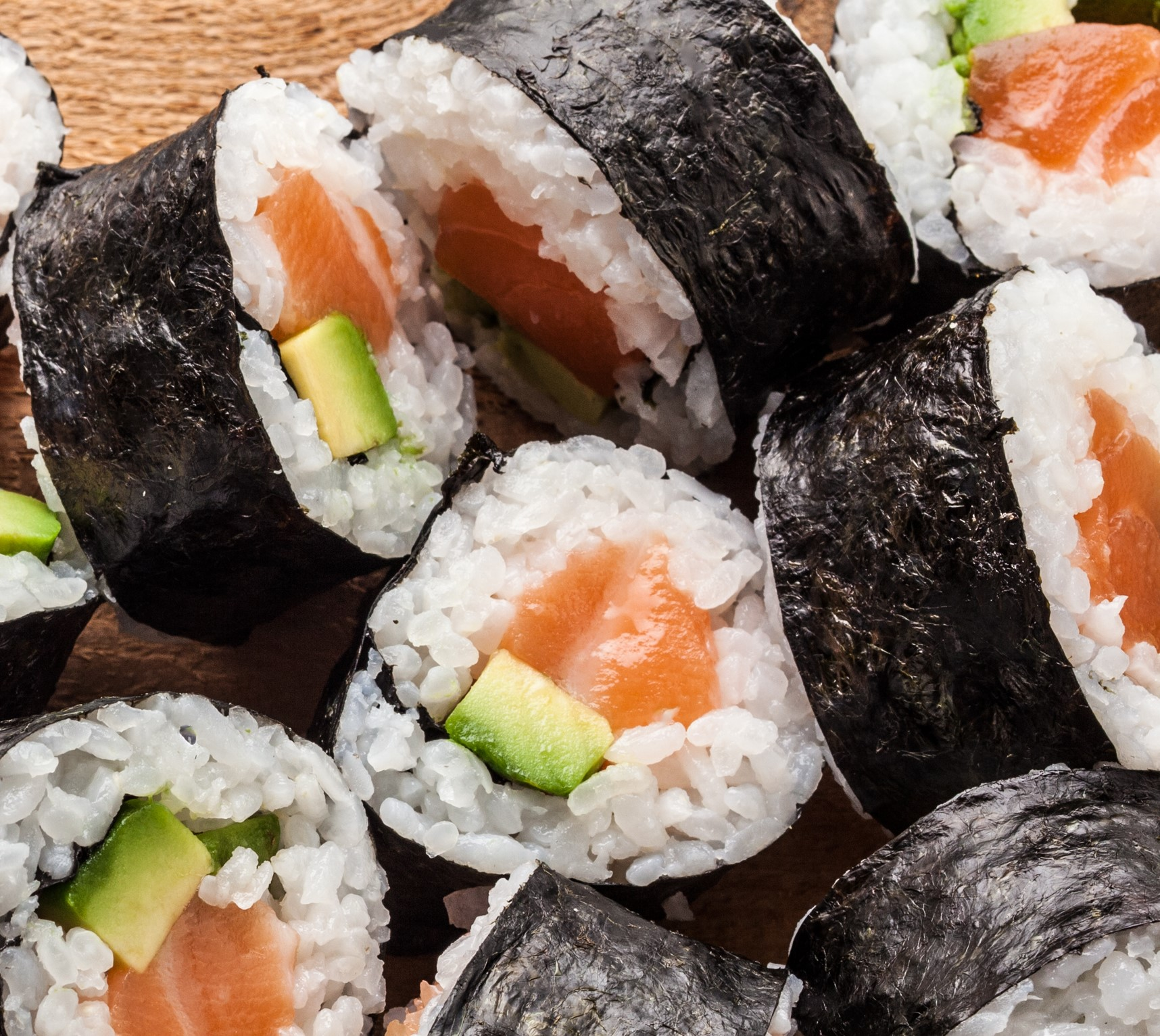 31555_salmon_avocado_maki.jpg